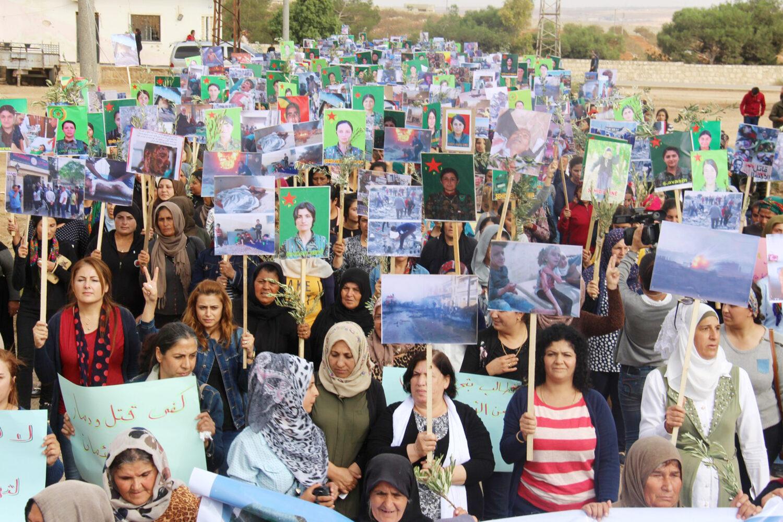 Manifestazione di donne contro la guerra