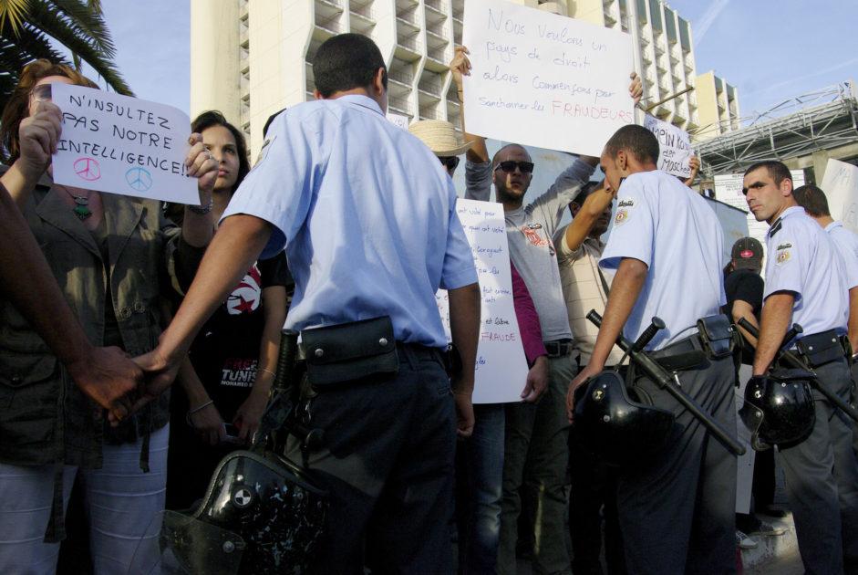 Luogo: Tunisi 26 ottobre 2011 Nella foto: proteste contro Ennahdha  Foto: Laura Sestini