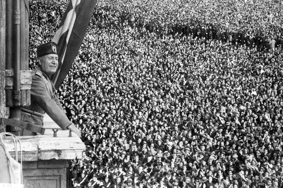Mussolini a Napoli nel 1931