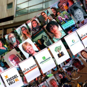 DEN HAAG - Op 26 mei deed de rechter in Den Haag uitspraak in de klimaatzaak tegen Shell. Milieudefensie eist dat Shell zijn beleidsplannen in lijn brengt met het klimaatakkoord van Parijs. Foto Bart Hoogveld